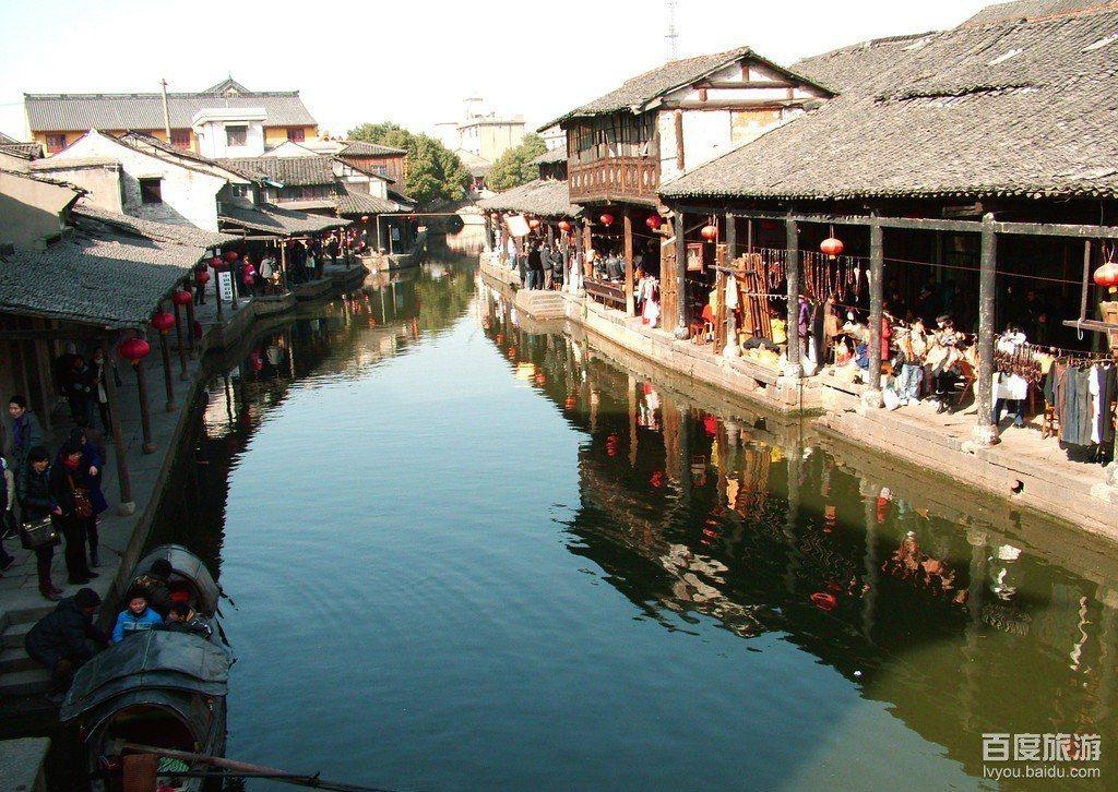 中國大陸自1日展開為期7天的「十一長假」,各地風景區遊客如織。但是浙江紹興柯岩風...