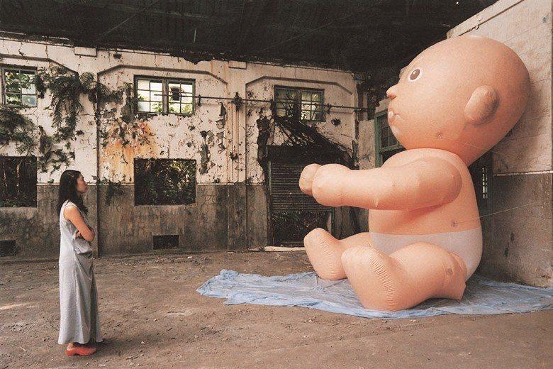 圖為華山藝文特區舉辦的裝置藝術展覽一角,攝於2002年。 圖/聯合報系資料照