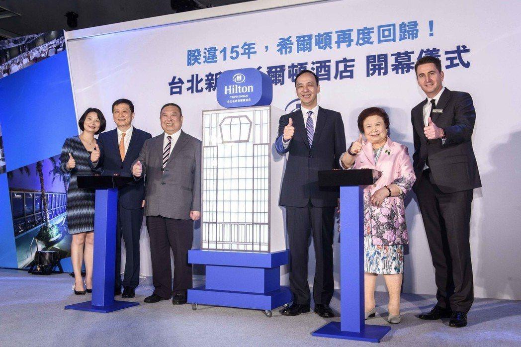 希爾頓大中華區及蒙古副總裁王曉蓉(左起)、希爾頓集團大中華區及蒙古總裁錢進、宏國...