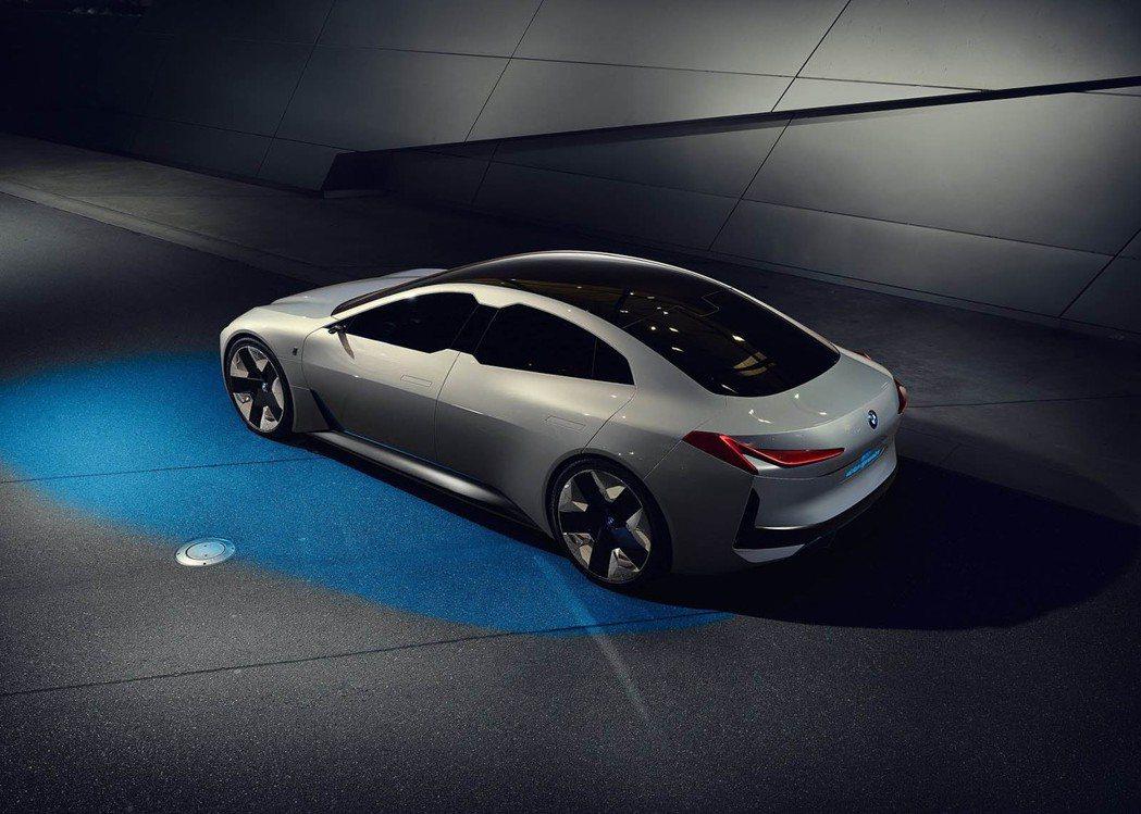 BMW i Vision Dynamics Concept可視為未來全新i4的雛形。 摘自BMW