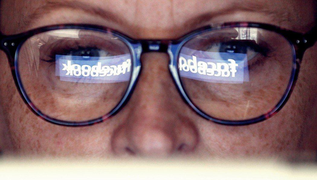 PEW調查指出,將近一半的網路用戶認為社交媒體的政治討論只有憤怒。千萬別小看鍵盤...
