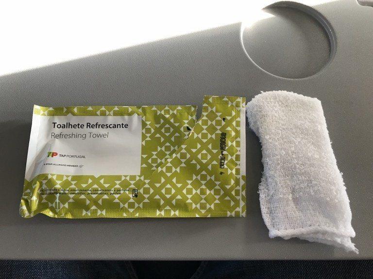 有別於一般濕紙巾,包裝拆開是濕手巾 圖文來自於:TripPlus