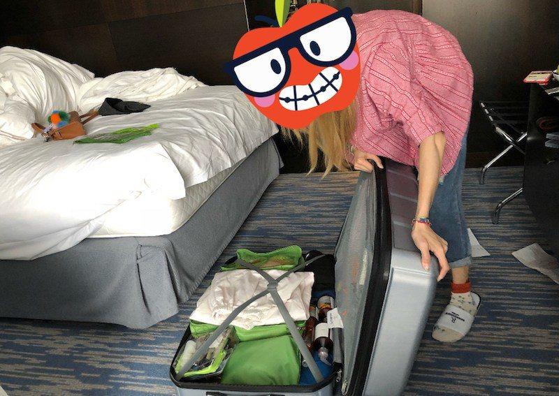 真的不能小看女人的購物能力,我妹在布拉格就買爆了,買到行李箱到巴黎飯店重新整理的...