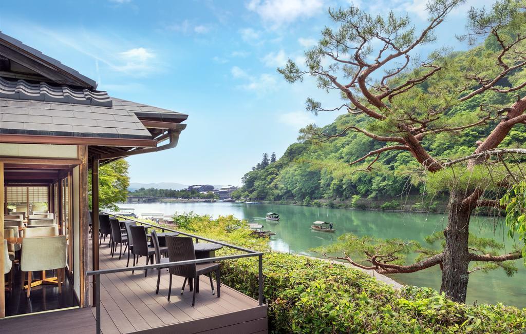 翠嵐飯店附近就是名景渡月橋、嵐山竹林及天龍寺。
