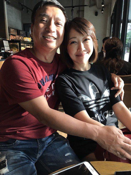 王中平(左)和余皓然恩愛多年。記者葉君遠/攝影
