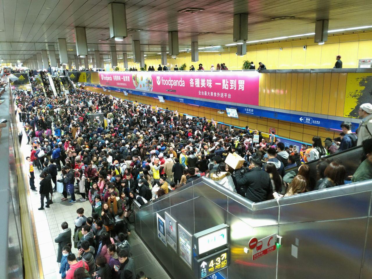 台北市政府文化局主辦、台北捷運公司合辦的「2018台北白晝之夜」,即將在10月6...