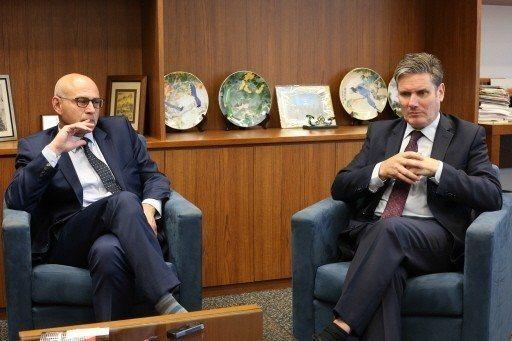 英國工黨議員施凱爾(Keir Starmer)(右)與死刑計畫人權律師雷紹爾(S...