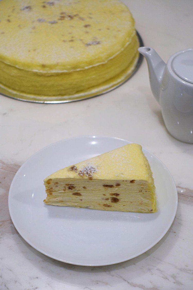 深具秋日風情的栗子千層蛋糕,單片280元,九吋2,800元。圖/記者沈佩臻攝影