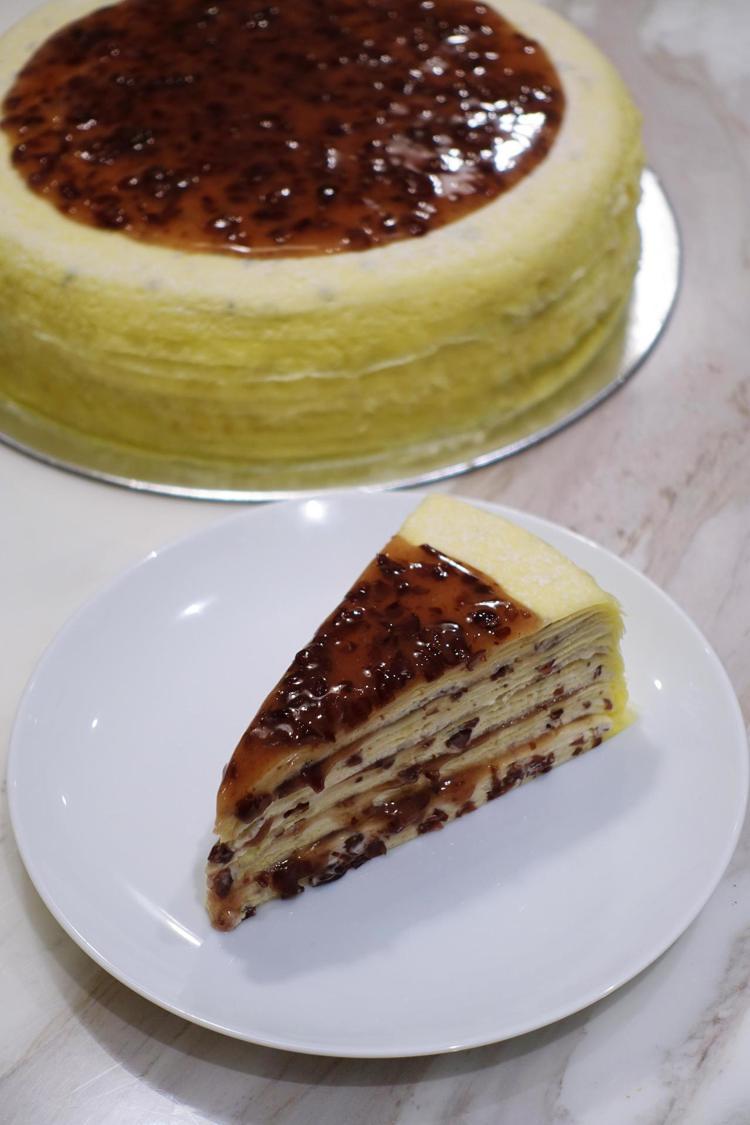 紅豆千層蛋糕,單片280元,九吋2,800元。圖/記者沈佩臻攝影