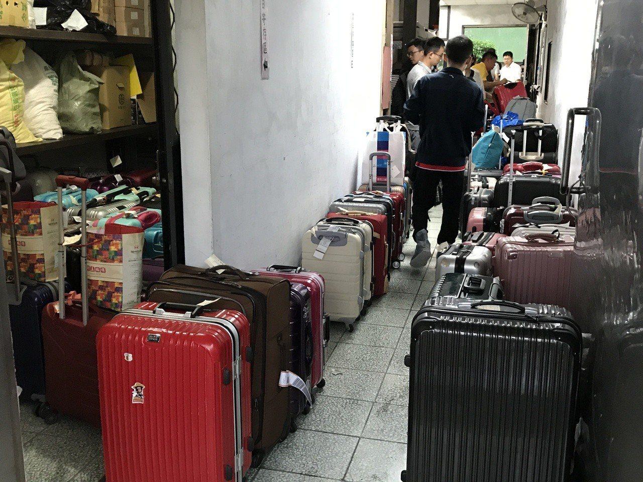 拜大陸十一長假之賜,瑞芳車站行李房再次客滿。記者吳淑君/攝影