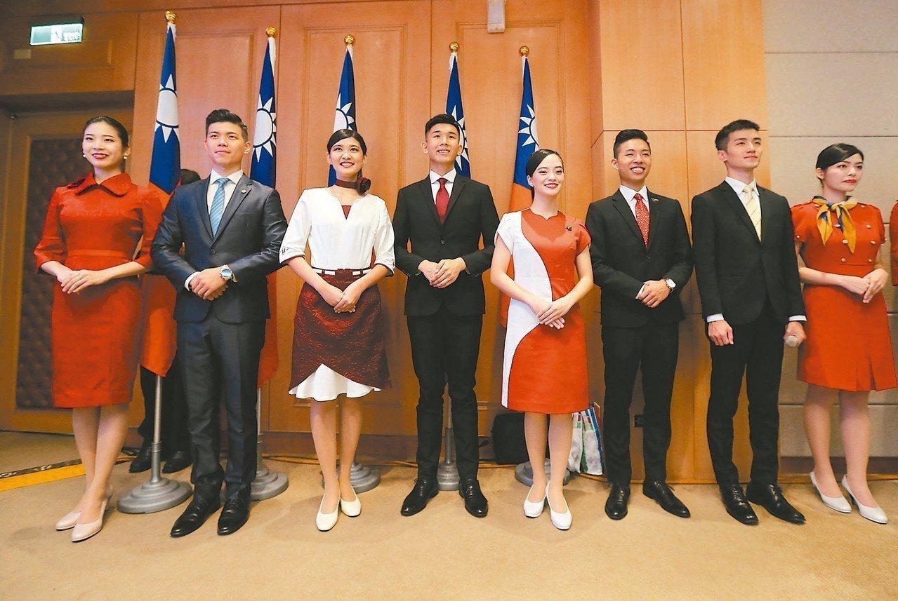 國慶籌委會昨天舉行說明記者會,這次禮賓接待由六所大學的學生共同組成。 記者許正宏...
