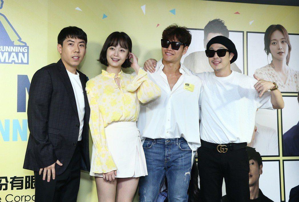韓國Running Man節目班底梁世燦(左起)、全昭旻、金鍾國與哈哈舉行來台媒...