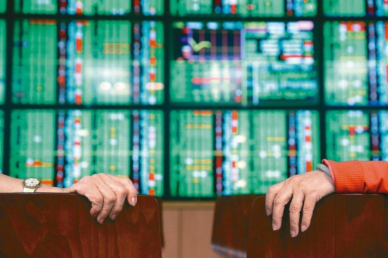 台股指數今(5)日受到賣壓湧出而殺低持股,盤中曾跌至10,446點,雖出現反彈,...