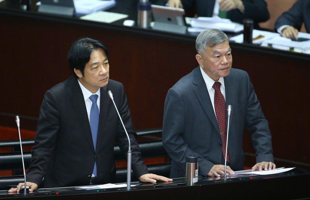 行政院長賴清德(左)上午赴立法院備詢。 記者陳柏亨/攝影
