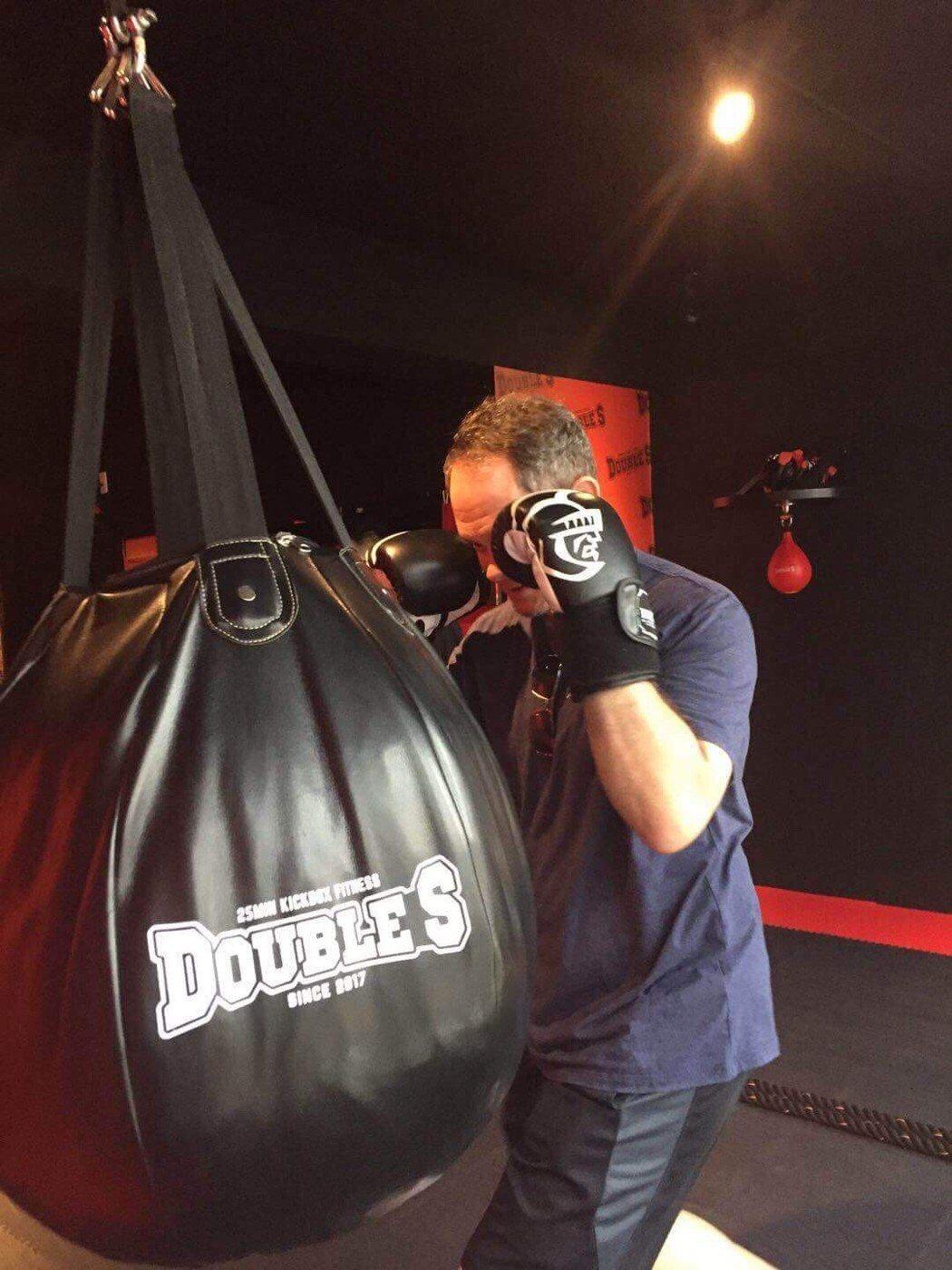 外資圈主管喜歡打擊沙包,享受爆汗運動的感覺。 Kickboxing/提供