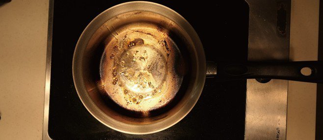 316 不銹鋼鍋經正常烹調實證,呈現焦黑難洗 圖/牛頭牌炊具 提供