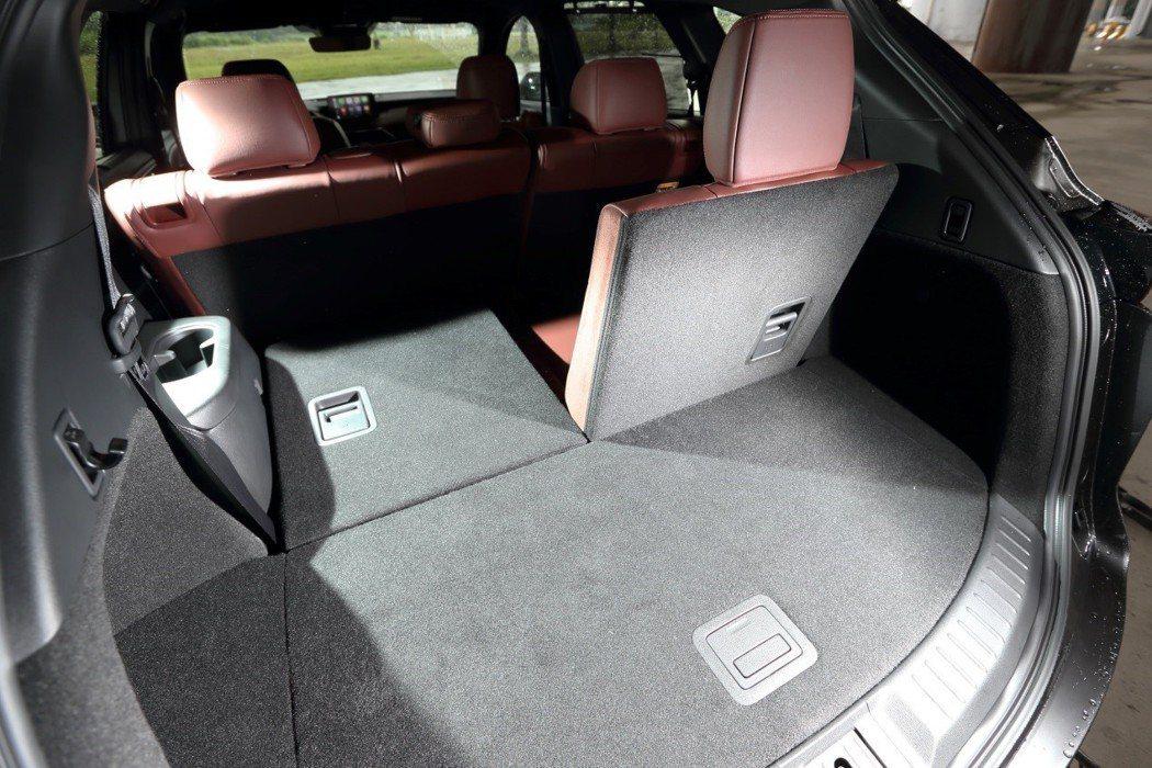 標準7座空間設定,空間機能寬敞靈活。 發燒車訊