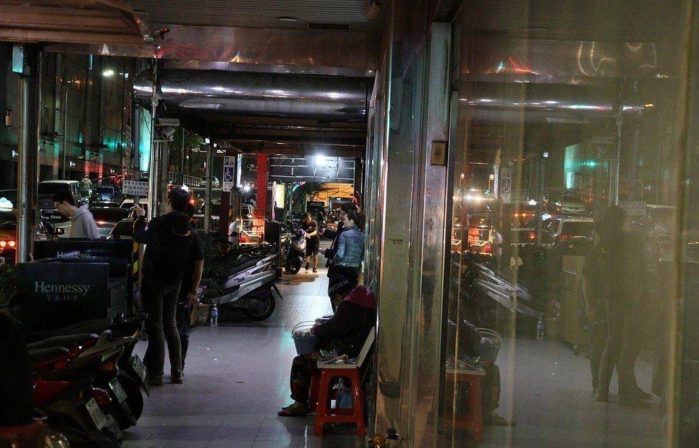 席耶娜已帶領好幾團訪客深探林森北路。圖/翻攝台北城市散步官方網站