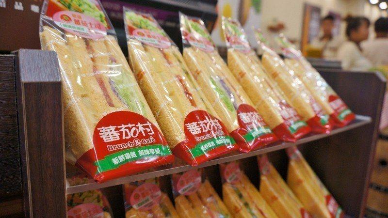方便外帶的蕃茄吐司三明治。  徐谷楨/攝影