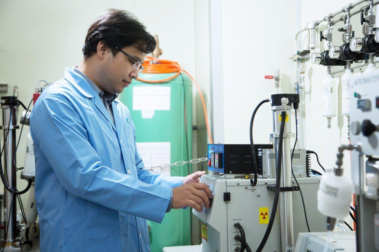 SuperSizer除可量測至3奈米溶液粒子外,更做到可全年無休的線上即時監測功...
