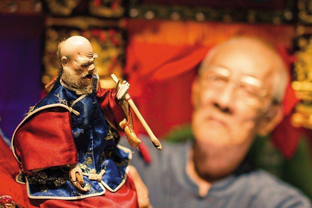 88歲的陳錫煌藝師是台灣唯一獲得文化部「重要傳統藝術布袋戲類保存者」、「古典布袋...