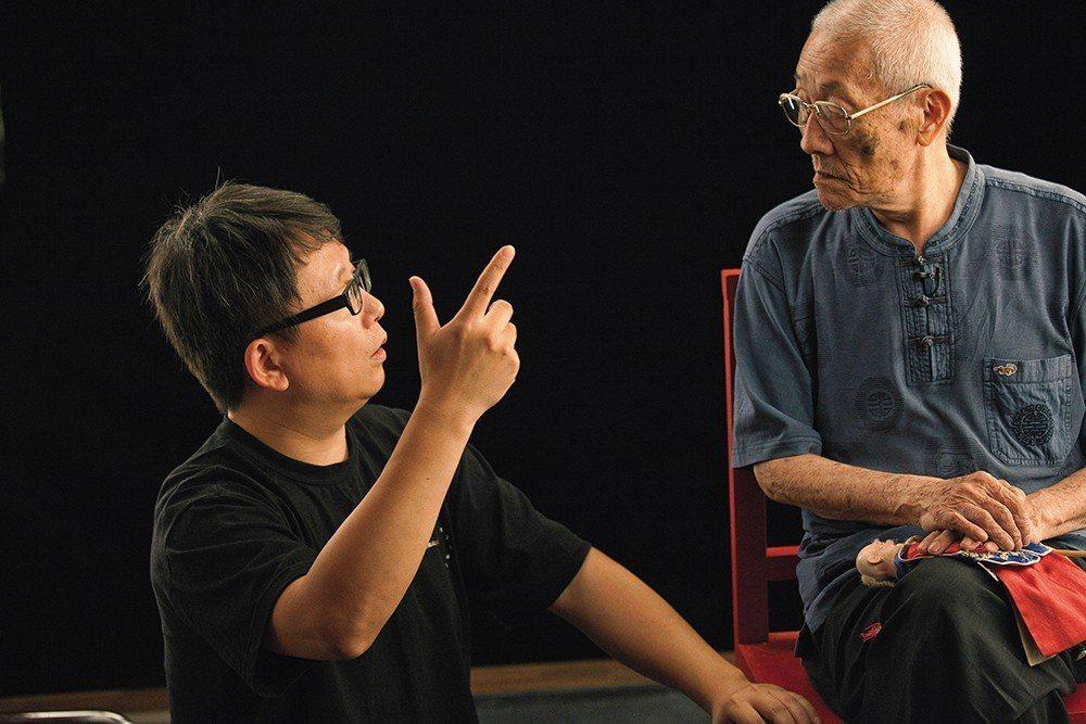 楊力州對於布袋戲傳承的關注,早已遠遠超過只是拍攝一部紀錄片的強度,「從小孩子開始...