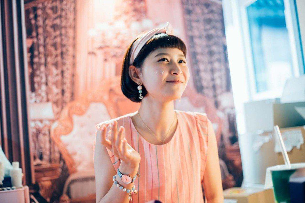 江沂宸在「20之後」扮演網美,劇中有多場線上直播戲。圖/公視提供