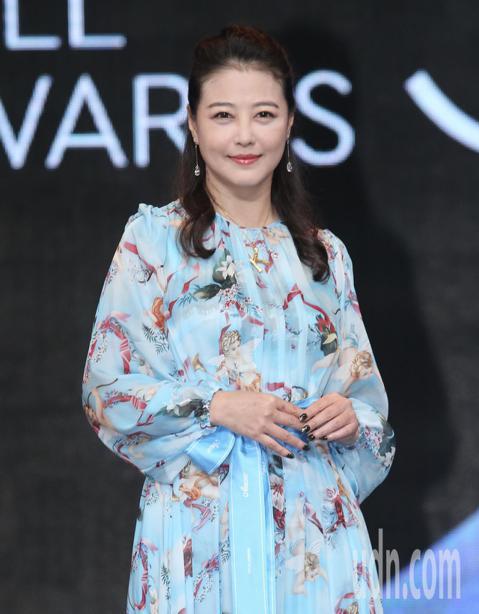金鐘53邀請港星周海媚來台頒獎,許久未來台灣的她,想念老天祿滷味與台灣美食。