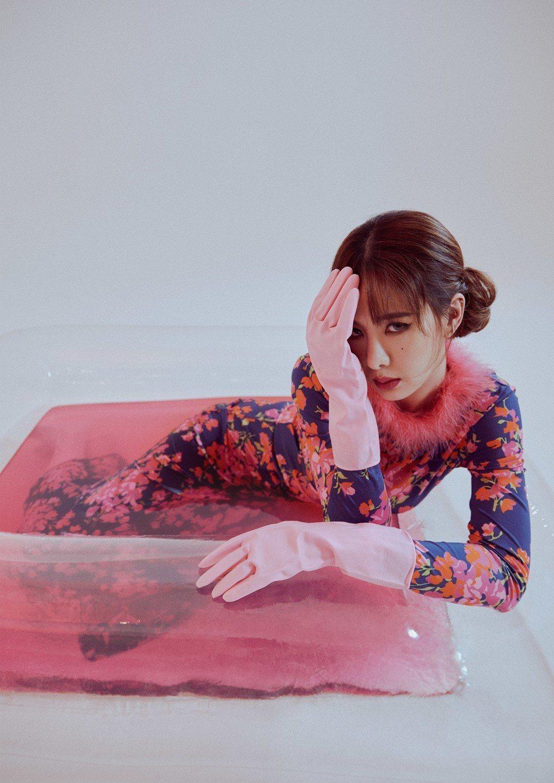 從諧星起家,安心亞醜小鴨變天鵝。圖/MilkX Taiwan提供