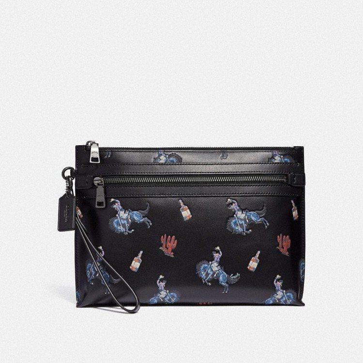 西部牛仔壓印圖紋手拿包,售價16,800元。圖/COACH提供