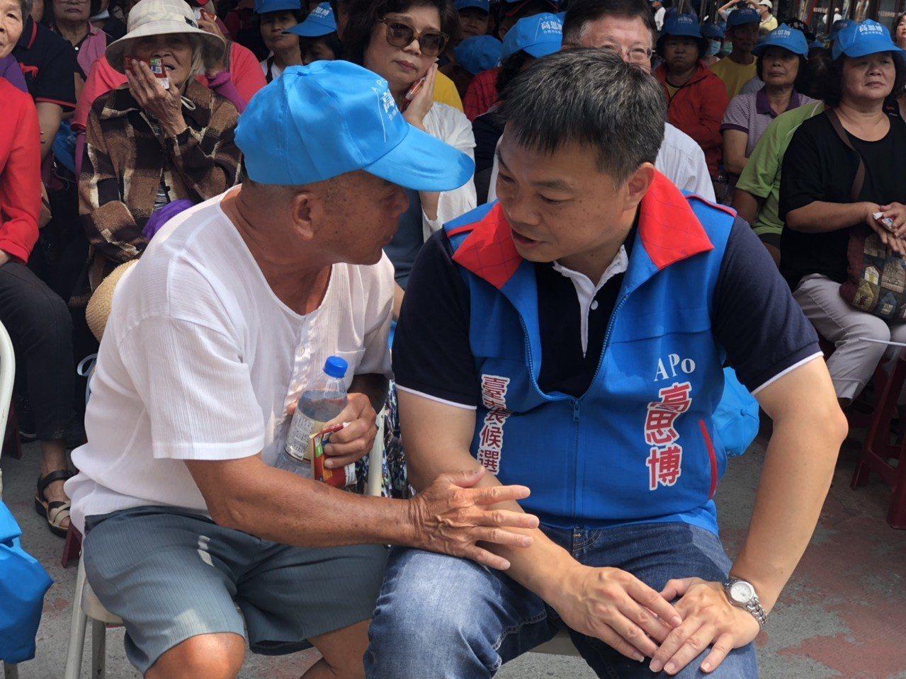 國民黨台南市長參選人高思博,在台南倡導「新台南起」,傾聽小老百姓的心聲。圖/高思...