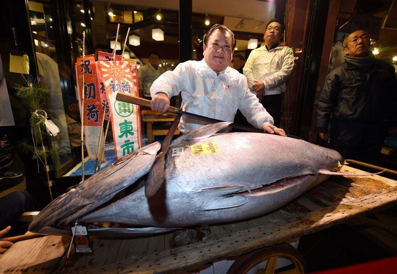 今天是日本東京築地市場營業的最後一天,中午拍賣結束後,宣告83年的歷史畫上句點。圖/法新社