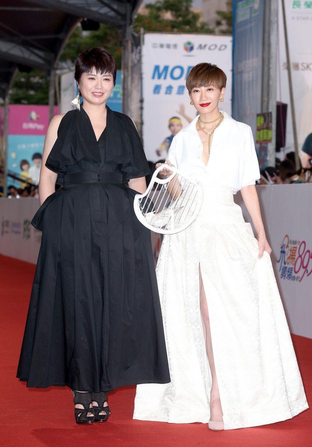 嚴藝文(左)與潘奕如(右)走星光大道。記者陳立凱/攝影