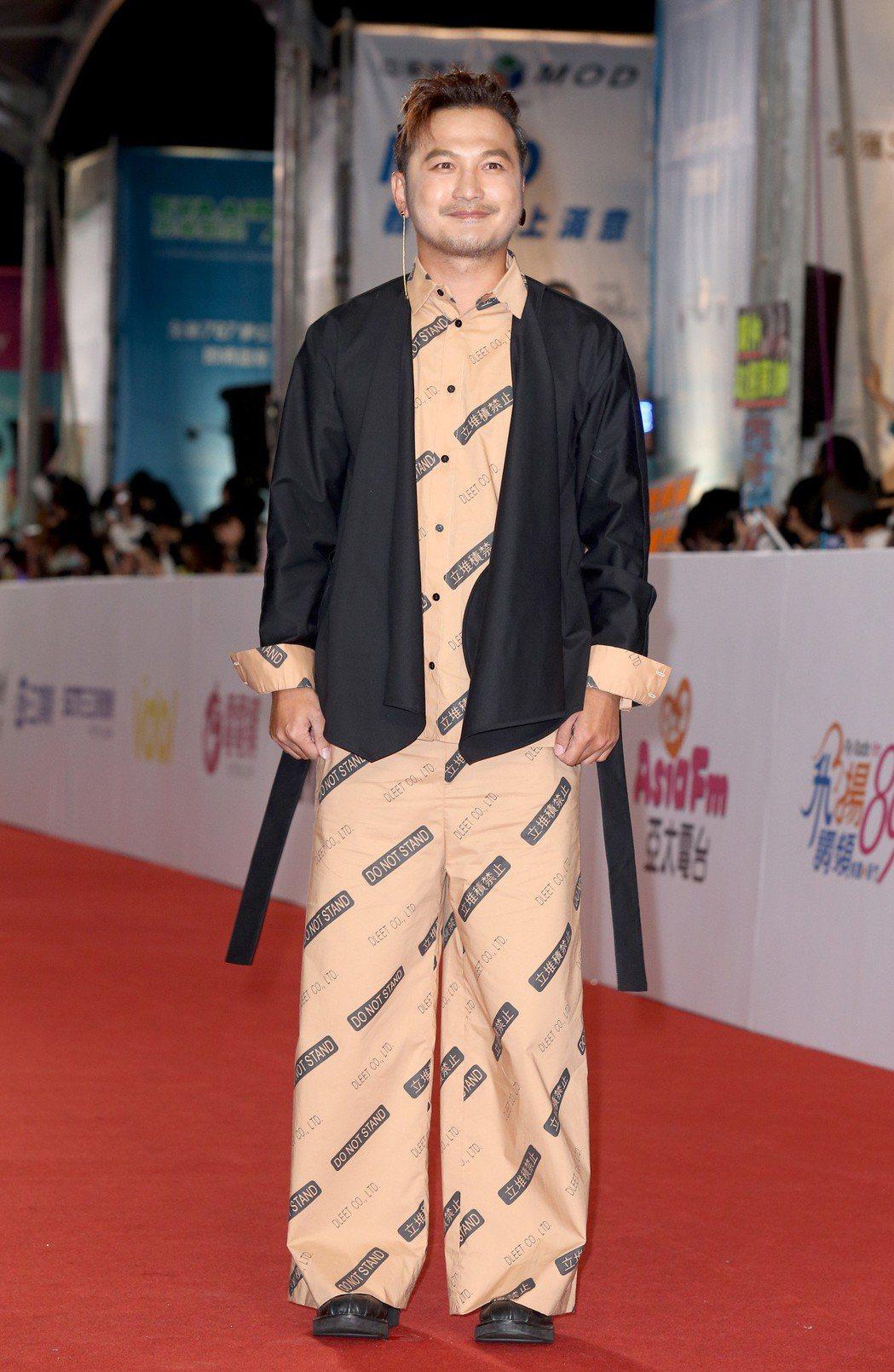 Kid走上紅毯的造型被網友揶揄像是穿睡衣。記者陳立凱/攝影