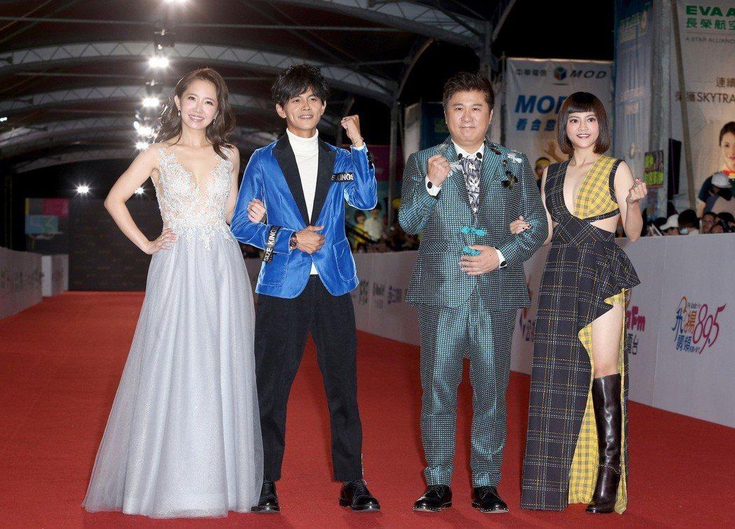 胡瓜(右二)、瑪莉亞(右一)、阿翔(左二)、謝忻(左一)走星光大道。記者陳立凱/...