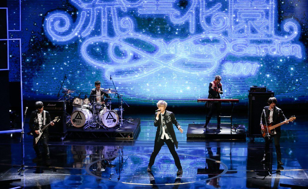 第53屆金鐘獎頒獎典禮在國父紀念館舉行,八三夭樂團與吳亮儀服裝團隊「原生IP 讓...