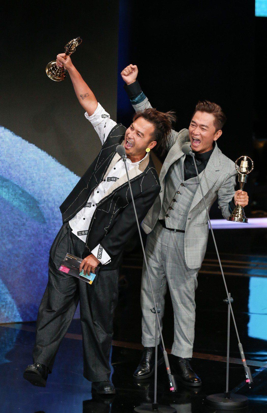 KID(左)與吳宗憲(右)獲益智及實境節目主持人獎。記者林澔一/攝影