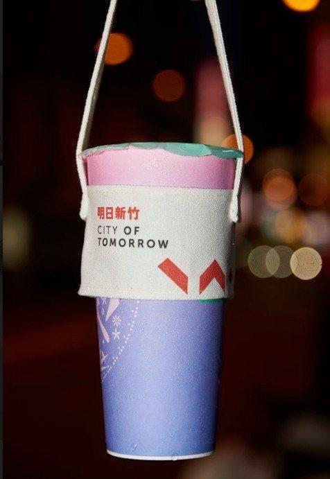 林智堅團隊打造的杯套,走向文青風。圖/林智堅競選團隊提供