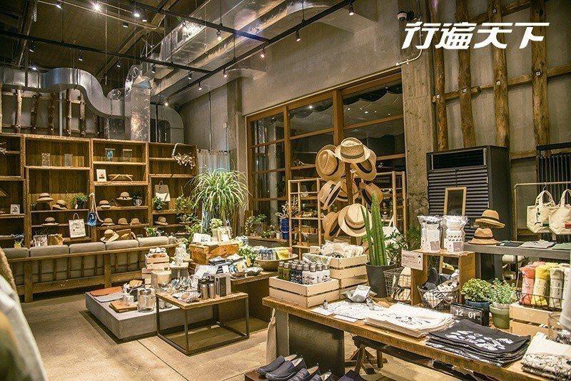 圖/ONOMICHI U2包含了旅店、餐館、咖啡館、酒吧、麵包坊、自行車店,與生...