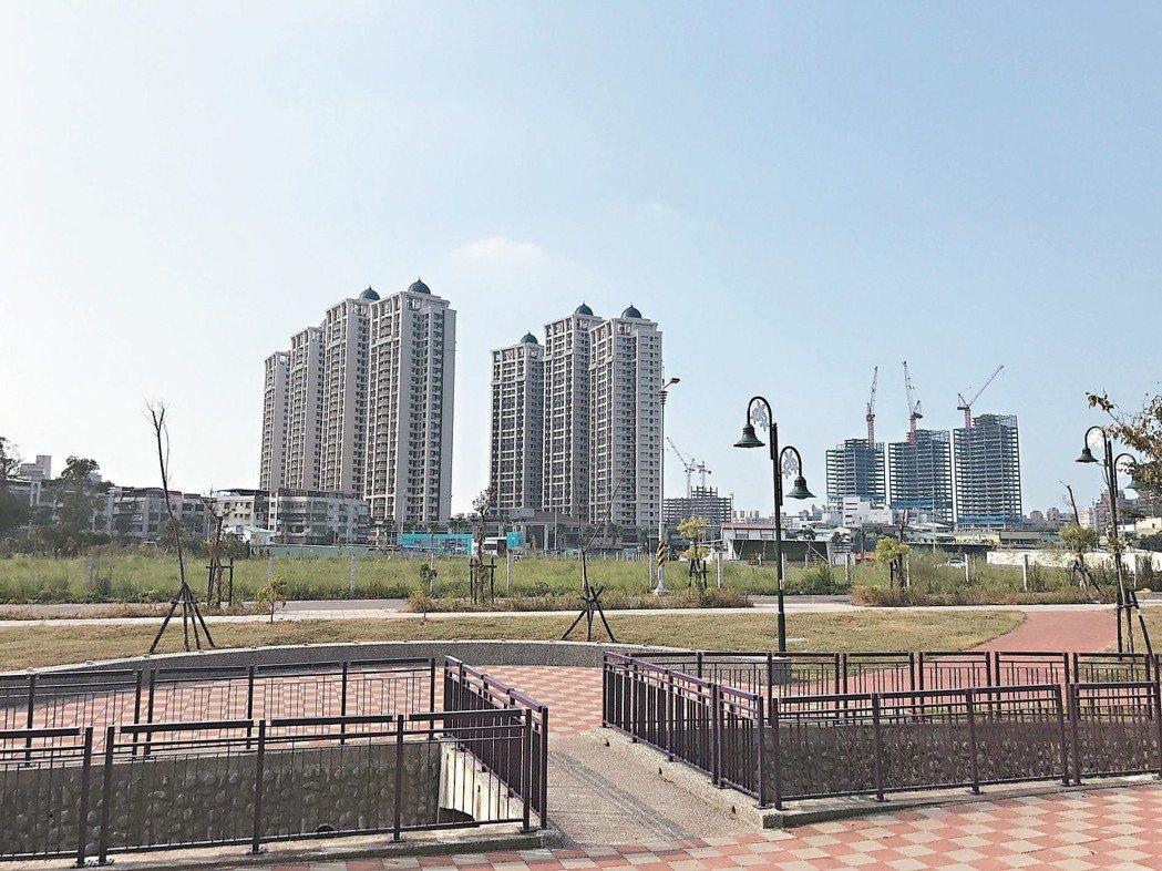 土城暫緩重畫區建案銷售不錯,後市也看好。日月光廣場日前開幕,生活機能再加分。 記...