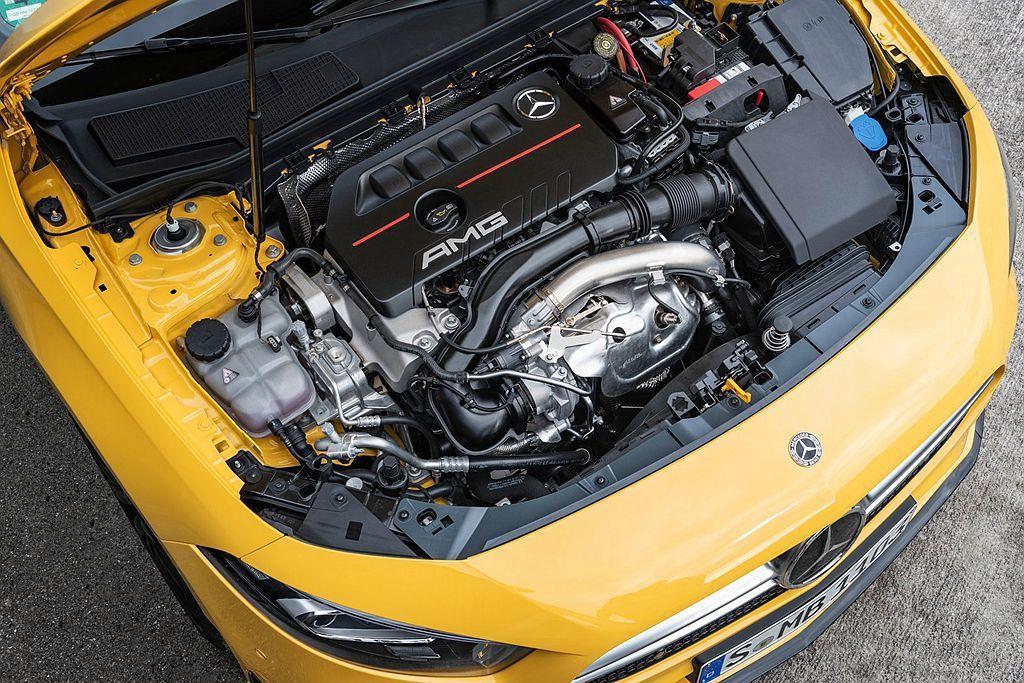 房車版A35 4Matic Sedan相同搭載2.0L直列四缸渦輪汽油引擎,具備306ps最大馬力輸出以及40.7kgm峰值扭力表現。 圖/Mercedes-Benz提供