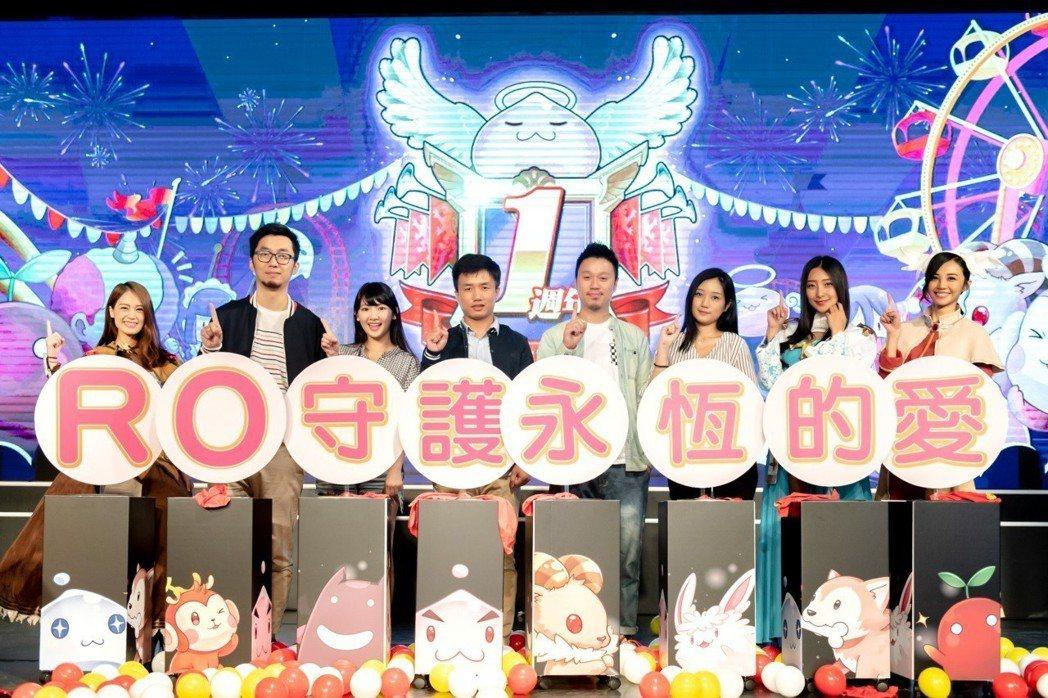 唯晶數位副總經理陳家瑩、營運長潘人豪、實況主及RO角色為活動揭開序幕。