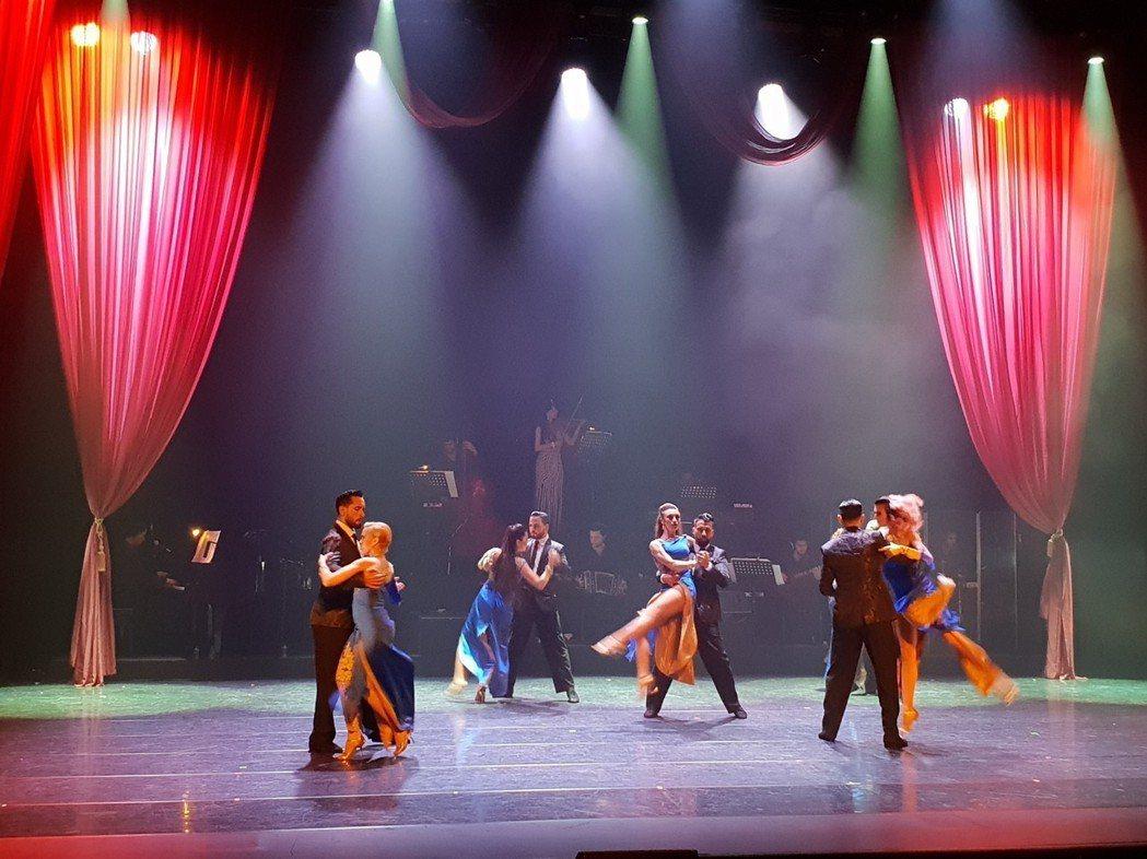阿根廷探戈巨星科爾內霍編演的探戈舞劇「魅‧Tango」,宛如現代阿根廷的縮影。
