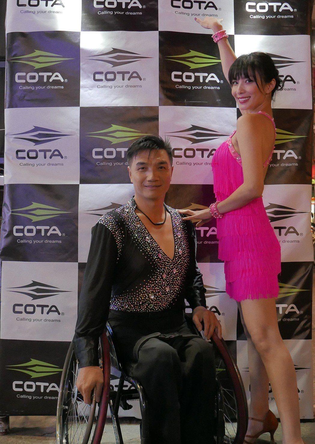 湘瑩(右)擔任輪標舞公益大使。圖/COTA可達運動提供