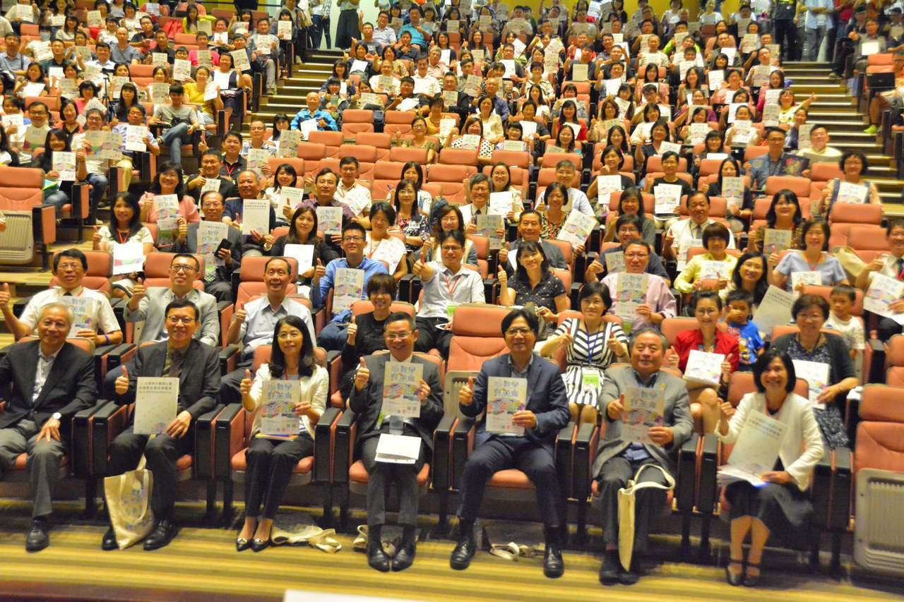 教育部長葉俊榮(前排右三)出席全國高中優質化暨前導課程博覽會。記者吳淑玲/攝影