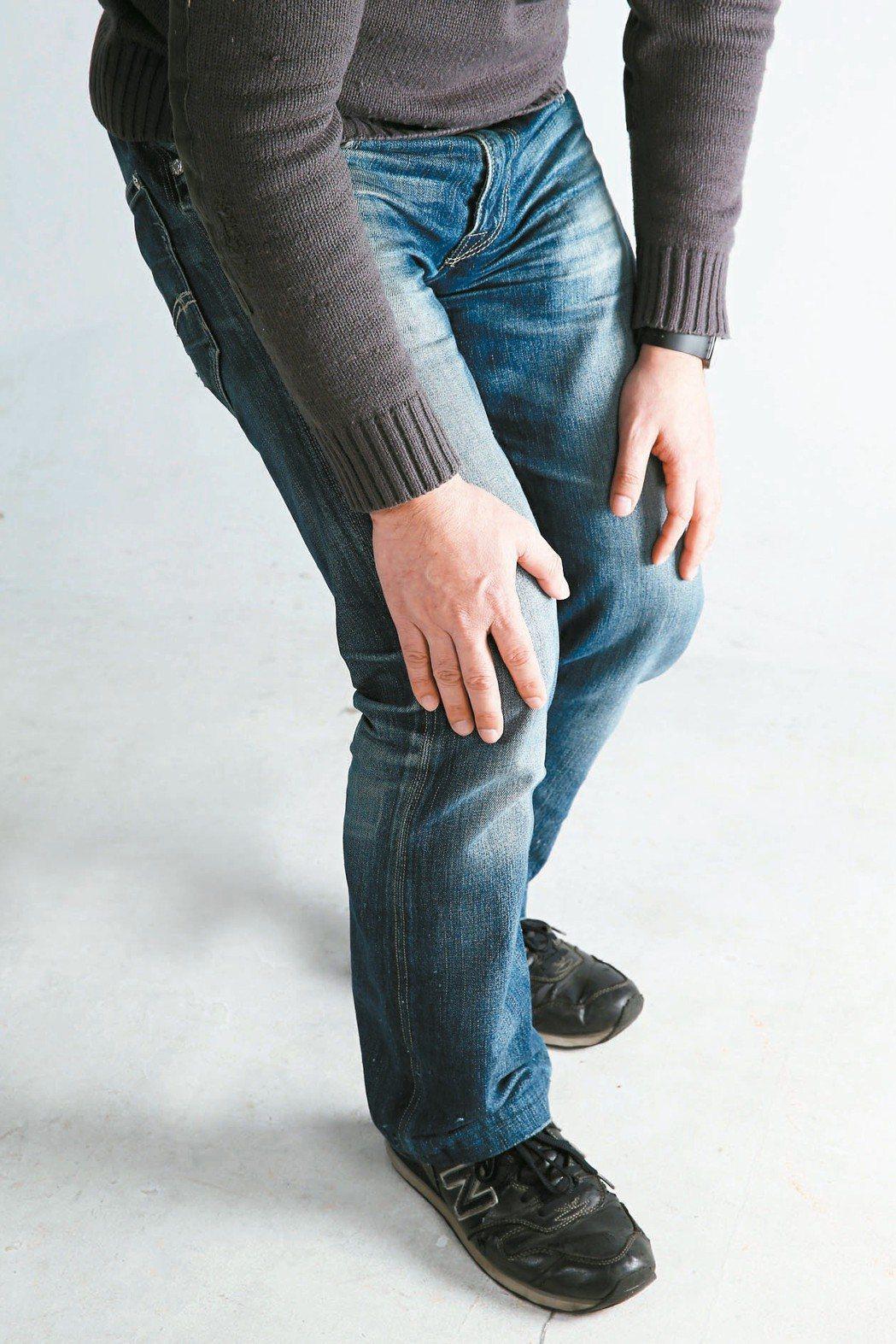 退化性關節炎是膝關節軟骨磨損造成,雙腿承受身體重量,關節用了幾十年、年紀大了,退...