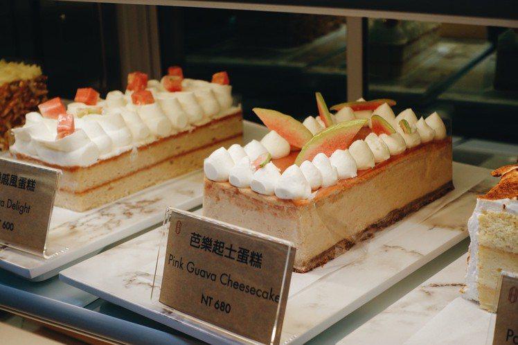快閃店導入長條式人氣口味蛋糕,提供送禮需求。圖/記者沈佩臻攝影
