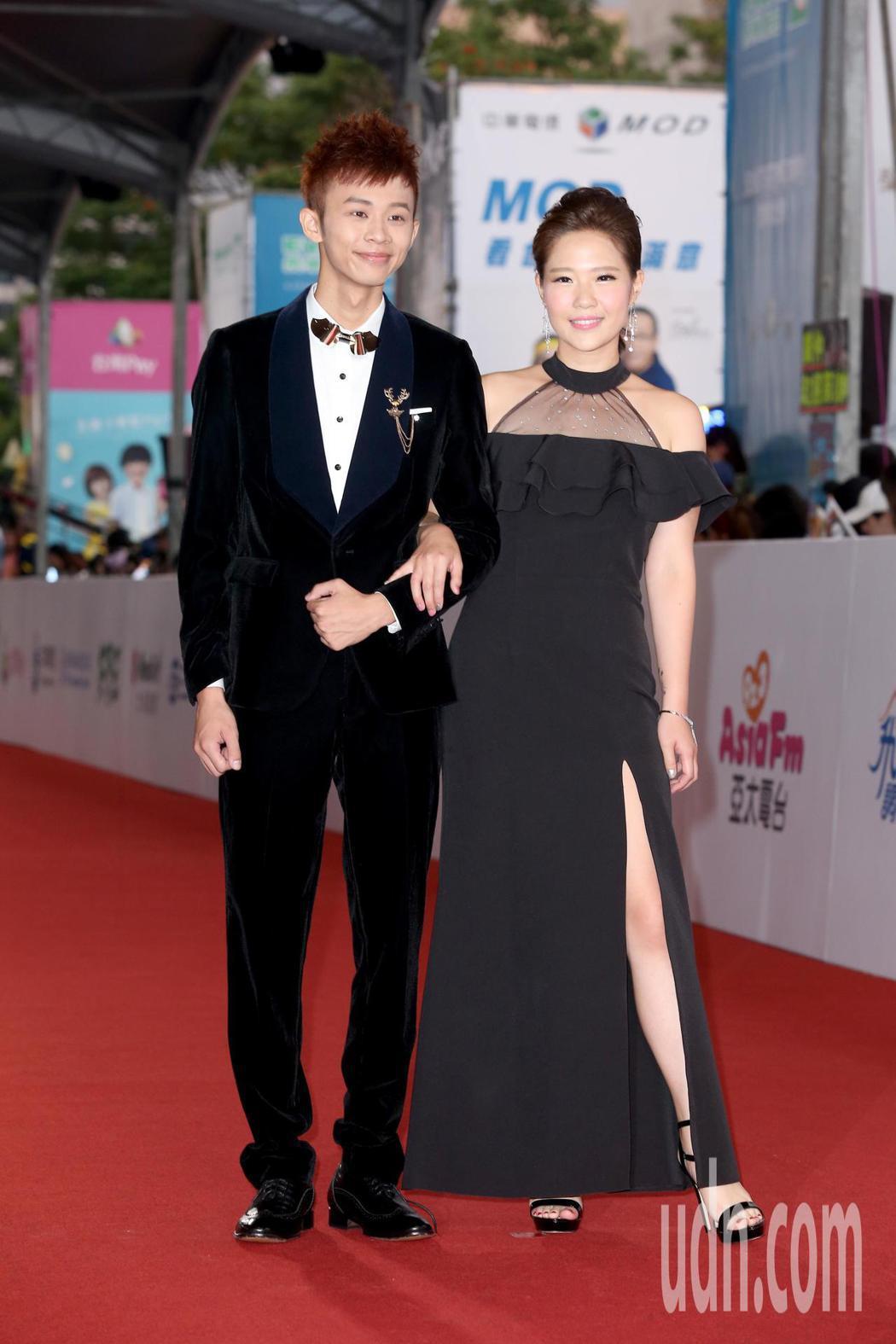 鍾依芹(右)與吳政迪(左)走星光大道。記者陳立凱/攝影