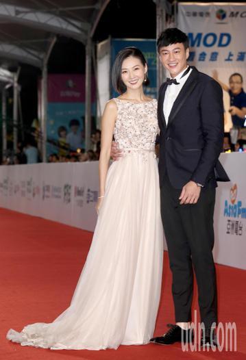 第53屆金鐘獎,何潤東與老婆林姵希等人走星光大道。