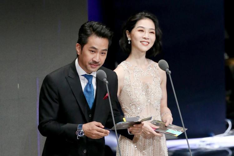 第53屆金鐘獎頒獎典禮在國父紀念館舉行,黃健瑋與謝盈萱擔任頒獎人。